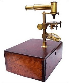 J. Molteni à Paris. Microscope designed to be used in a horizontal or vertical configuration