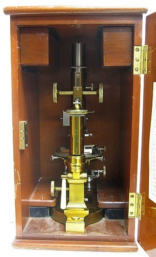 Bausch & Lomb Optical Co. N.Y.,#36575. Bausch and Lomb petrological microscope LC model. Stored in the wood case.