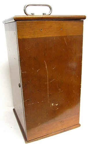 Bausch & Lomb Optical Co. N.Y.,#36575. Bausch and Lomb petrological microscope LC model. Storage case.