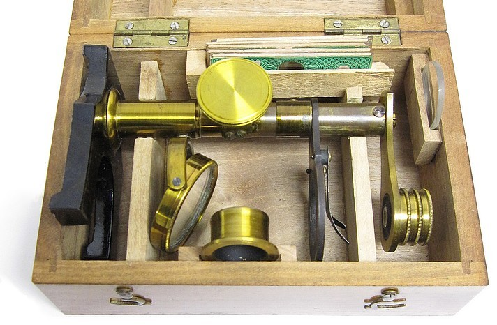 French botanical entomological microscope. Stored in the case.