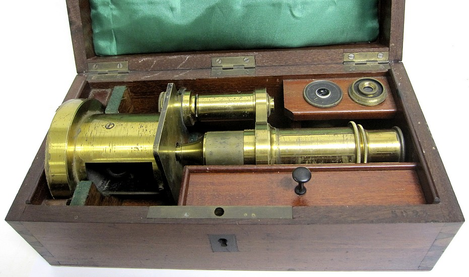 E. Hartnack sucr. de G. Oberhaeuser. Place Dauphine 21, Paris, #5024. Middle model drum microscope, c. 1865; stored in the case