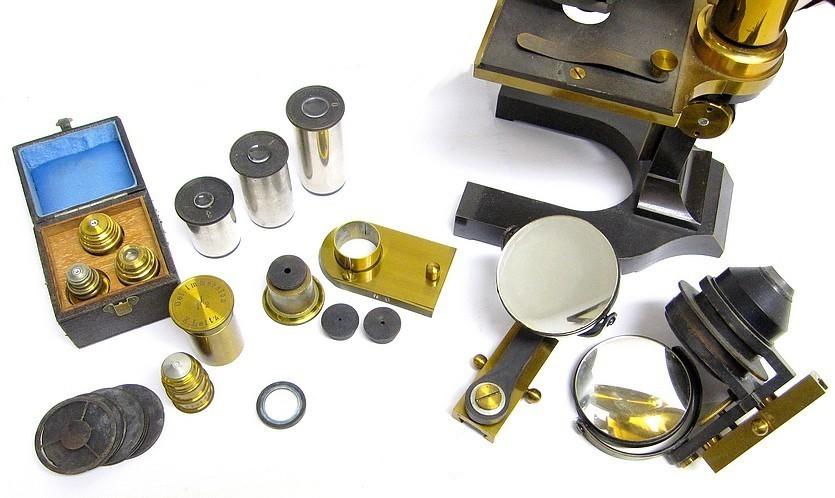 E. Leitz, Wetzlar, No. 7521. Microscope Stand 1, c. 1885. Accessories