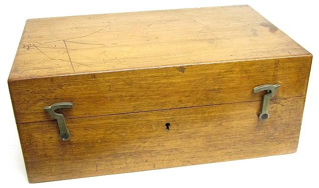 E. Leitz, Wetzlar, No. 7521. Microscope Stand 1, c. 1885. Storage case