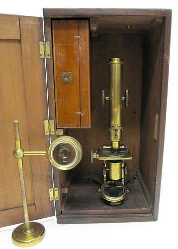 Pike Maker, 518 Broadway New York, No. 120. Large microscope with Lister-limb made by Daniel Pike. 1871. Microscope stored in its case