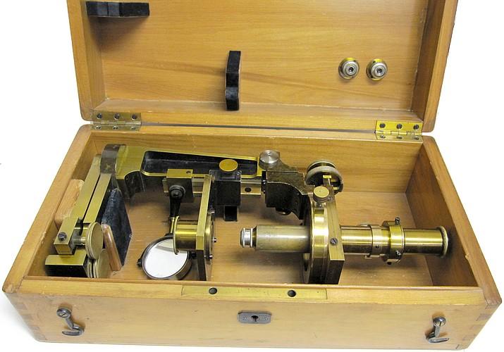 Société Genevoise pour la Construction d'Instruments de Physique, Geneve. Metrological microscope(measuring microscope), c. 1900.