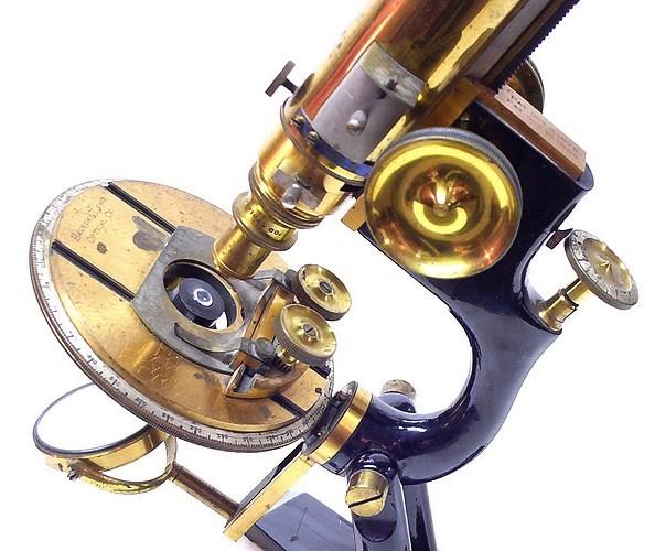 """""""The Williams Petrological"""" microscope"""