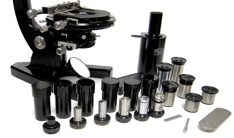 Carl Zeiss Jena, 221904. Model FZE Microscope. The accessories