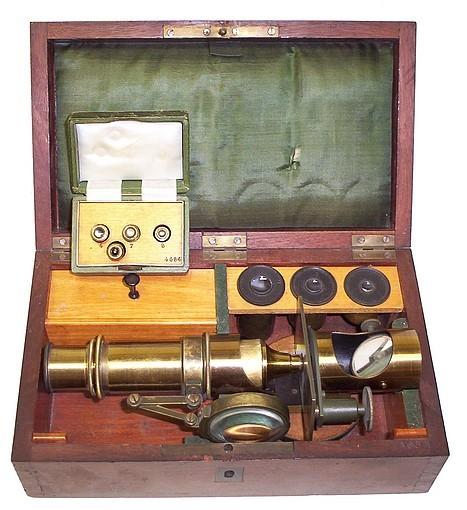 E. Hartnack, sucr. G. Oberhaeuser, Place Dauphene 21, Paris. #4684. Small drum microscope, c. 1863